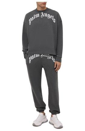 Мужской хлопковый свитшот PALM ANGELS серого цвета, арт. PMBA026F21FLE0041001 | Фото 2 (Материал внешний: Хлопок; Длина (для топов): Стандартные; Рукава: Длинные; Мужское Кросс-КТ: свитшот-одежда; Принт: С принтом; Стили: Спорт-шик)