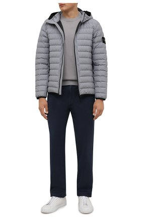Мужская пуховая куртка STONE ISLAND светло-серого цвета, арт. 751542725   Фото 2