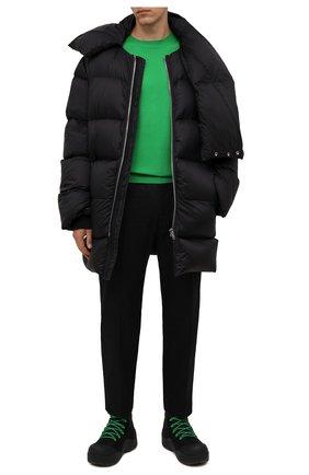 Мужская пуховик RICK OWENS черного цвета, арт. RU02A5741/NZD3   Фото 2 (Материал подклада: Синтетический материал; Материал внешний: Синтетический материал; Материал утеплителя: Пух и перо; Рукава: Длинные; Длина (верхняя одежда): До середины бедра; Кросс-КТ: Куртка; Мужское Кросс-КТ: пуховик-короткий; Стили: Минимализм)