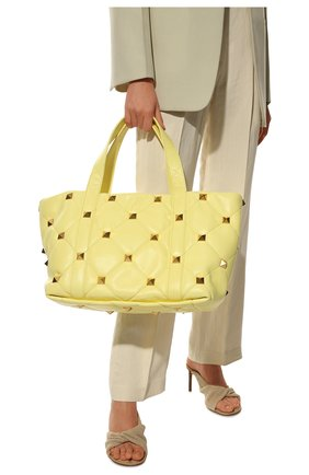 Женский сумка-тоут roman stud VALENTINO желтого цвета, арт. VW0B0I91/BSF   Фото 2 (Материал: Натуральная кожа; Размер: large; Сумки-технические: Сумки-шопперы)