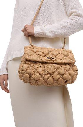 Женская сумка spikeme medium VALENTINO бежевого цвета, арт. WW2B0H78/MCW | Фото 2 (Размер: medium; Материал: Натуральная кожа; Ремень/цепочка: На ремешке; Сумки-технические: Сумки через плечо)