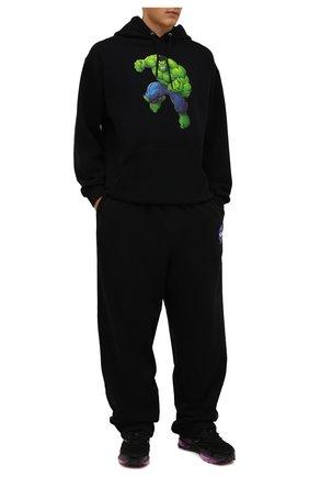 Мужские хлопковые брюки BALENCIAGA черного цвета, арт. 641673/TKVD8 | Фото 2 (Длина (брюки, джинсы): Стандартные; Материал внешний: Хлопок; Случай: Повседневный; Мужское Кросс-КТ: Брюки-трикотаж; Стили: Спорт-шик)