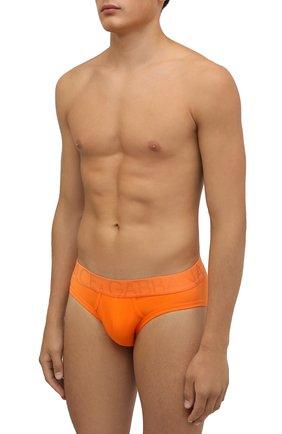 Мужские хлопковые брифы DOLCE & GABBANA оранжевого цвета, арт. M3D10J/0UAIG | Фото 2 (Материал внешний: Хлопок; Мужское Кросс-КТ: Трусы; Кросс-КТ: бельё)