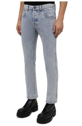 Мужские джинсы GUCCI голубого цвета, арт. 408637/XDBCD | Фото 3 (Силуэт М (брюки): Прямые; Кросс-КТ: Деним; Длина (брюки, джинсы): Стандартные; Материал внешний: Хлопок)