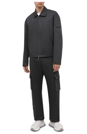 Мужская хлопковая куртка OFF-WHITE серого цвета, арт. 0MEA296F21FAB001 | Фото 2 (Материал внешний: Хлопок; Материал подклада: Хлопок; Кросс-КТ: Куртка, Ветровка; Длина (верхняя одежда): Короткие; Стили: Гранж; Рукава: Длинные)