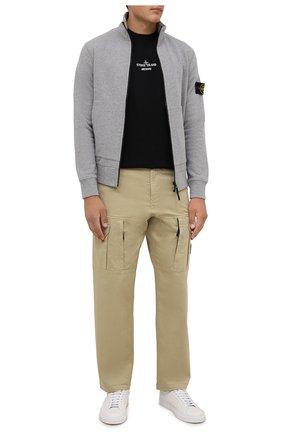 Мужские брюки-карго из хлопка и шерсти STONE ISLAND бежевого цвета, арт. 751530214 | Фото 2