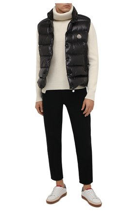 Мужской пуховый жилет tibb MONCLER черного цвета, арт. G2-091-1A000-96-68950 | Фото 2 (Материал утеплителя: Пух и перо; Материал подклада: Синтетический материал; Материал внешний: Синтетический материал; Кросс-КТ: Куртка, Пуховик; Стили: Спорт-шик; Длина (верхняя одежда): Короткие)
