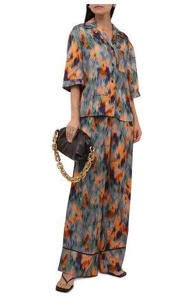 Женская рубашка из вискозы OFF-WHITE разноцветного цвета, арт. 0WGA071F21FAB002 | Фото 2 (Длина (для топов): Стандартные; Материал внешний: Вискоза; Стили: Романтичный; Принт: С принтом; Женское Кросс-КТ: Рубашка-одежда; Рукава: Короткие)