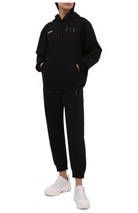 Женские хлопковые джоггеры MCQ черного цвета, арт. 676944/RQR20   Фото 2 (Материал внешний: Хлопок; Длина (брюки, джинсы): Стандартные; Стили: Спорт-шик; Женское Кросс-КТ: Джоггеры - брюки, Брюки-спорт; Силуэт Ж (брюки и джинсы): Джоггеры)
