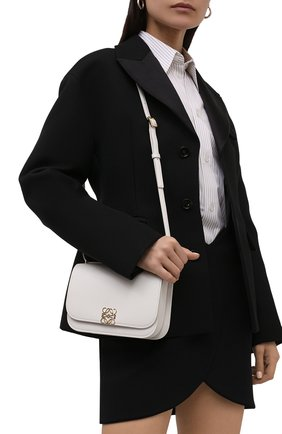 Женская сумка goya small LOEWE белого цвета, арт. A896N09X01 | Фото 2 (Материал: Натуральная кожа; Сумки-технические: Сумки через плечо; Ремень/цепочка: На ремешке; Размер: small)