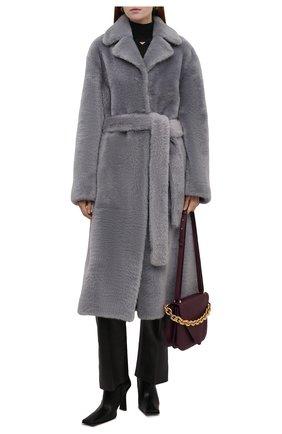 Женская шуба из овчины JIL SANDER серого цвета, арт. JSPT651070-WTL08010 | Фото 2 (Материал внешний: Натуральный мех; Рукава: Длинные; Длина (верхняя одежда): Длинные; Стили: Кэжуэл)