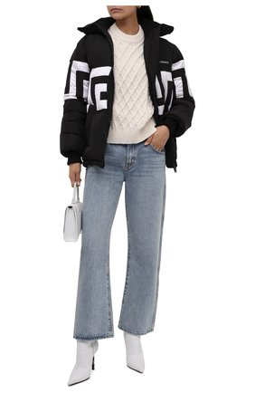 Женский пуховая куртка VERSACE черно-белого цвета, арт. 1001017/1A00743   Фото 2 (Длина (верхняя одежда): Короткие; Материал внешний: Синтетический материал; Материал подклада: Синтетический материал; Материал утеплителя: Пух и перо; Рукава: Длинные; Стили: Спорт-шик; Кросс-КТ: Пуховик)