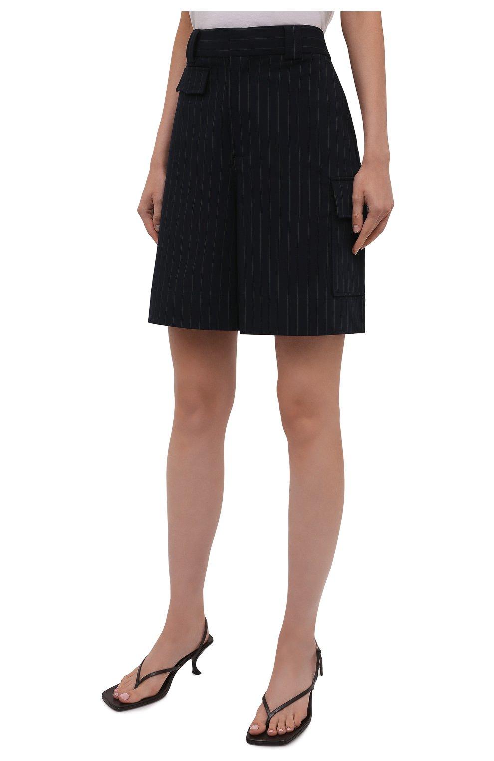 Женские шорты-бермуды GANNI темно-синего цвета, арт. F6119   Фото 3 (Женское Кросс-КТ: Шорты-одежда; Длина Ж (юбки, платья, шорты): Мини; Материал внешний: Синтетический материал, Вискоза; Кросс-КТ: Широкие; Стили: Кэжуэл)