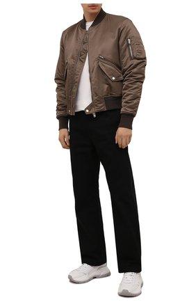 Мужской бомбер AMIRI коричневого цвета, арт. M0S021-210 | Фото 2 (Материал подклада: Вискоза; Рукава: Длинные; Материал внешний: Синтетический материал; Длина (верхняя одежда): Короткие; Кросс-КТ: Куртка; Стили: Гранж; Принт: Без принта)