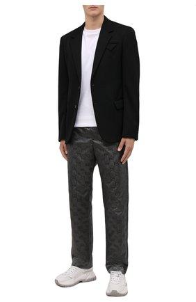 Мужские брюки GUCCI темно-серого цвета, арт. 656671/ZAEBN | Фото 2 (Длина (брюки, джинсы): Стандартные; Материал внешний: Синтетический материал; Случай: Повседневный; Стили: Ретро)
