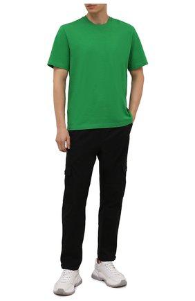 Мужские хлопковые брюки-карго MONCLER черного цвета, арт. G2-091-2A000-24-54AUW | Фото 2 (Длина (брюки, джинсы): Стандартные; Материал внешний: Хлопок; Силуэт М (брюки): Карго; Случай: Повседневный; Стили: Кэжуэл)