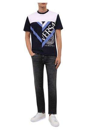 Мужская хлопковая футболка VERSACE темно-синего цвета, арт. 1001412/1A01041 | Фото 2 (Материал внешний: Хлопок; Принт: С принтом; Рукава: Короткие; Стили: Кэжуэл; Длина (для топов): Стандартные)