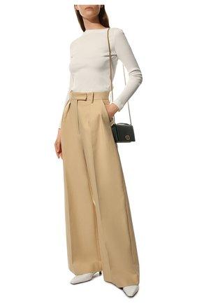 Женские хлопковые брюки KHAITE бежевого цвета, арт. 3078106/TEYANA   Фото 2 (Материал внешний: Хлопок; Стили: Кэжуэл; Женское Кросс-КТ: Брюки-одежда; Силуэт Ж (брюки и джинсы): Широкие; Длина (брюки, джинсы): Удлиненные, Стандартные)