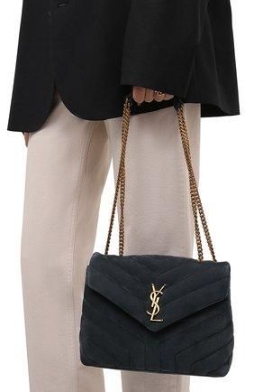 Женская сумка loulou small SAINT LAURENT темно-синего цвета, арт. 494699/1U867 | Фото 2 (Размер: small; Материал: Натуральная кожа, Натуральная замша; Ремень/цепочка: На ремешке; Сумки-технические: Сумки через плечо)