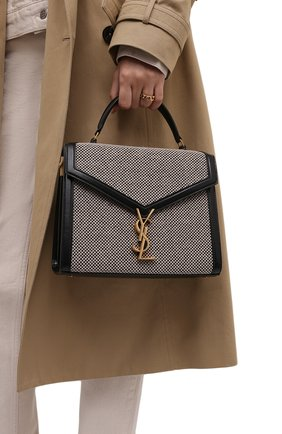 Женская сумка cassandra medium SAINT LAURENT черно-белого цвета, арт. 623931/25E1W | Фото 2 (Ремень/цепочка: На ремешке; Материал: Натуральная кожа; Размер: medium; Сумки-технические: Сумки top-handle)