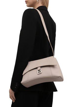 Женская сумка hourglass s BALENCIAGA кремвого цвета, арт. 671353/29S1Y | Фото 2 (Материал: Натуральная кожа; Размер: medium; Сумки-технические: Сумки через плечо)