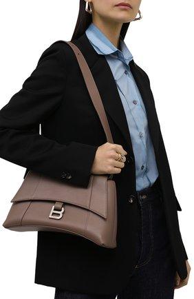 Женская сумка hourglass s BALENCIAGA бежевого цвета, арт. 671353/29S1Y | Фото 2 (Размер: medium; Материал: Натуральная кожа; Сумки-технические: Сумки через плечо)