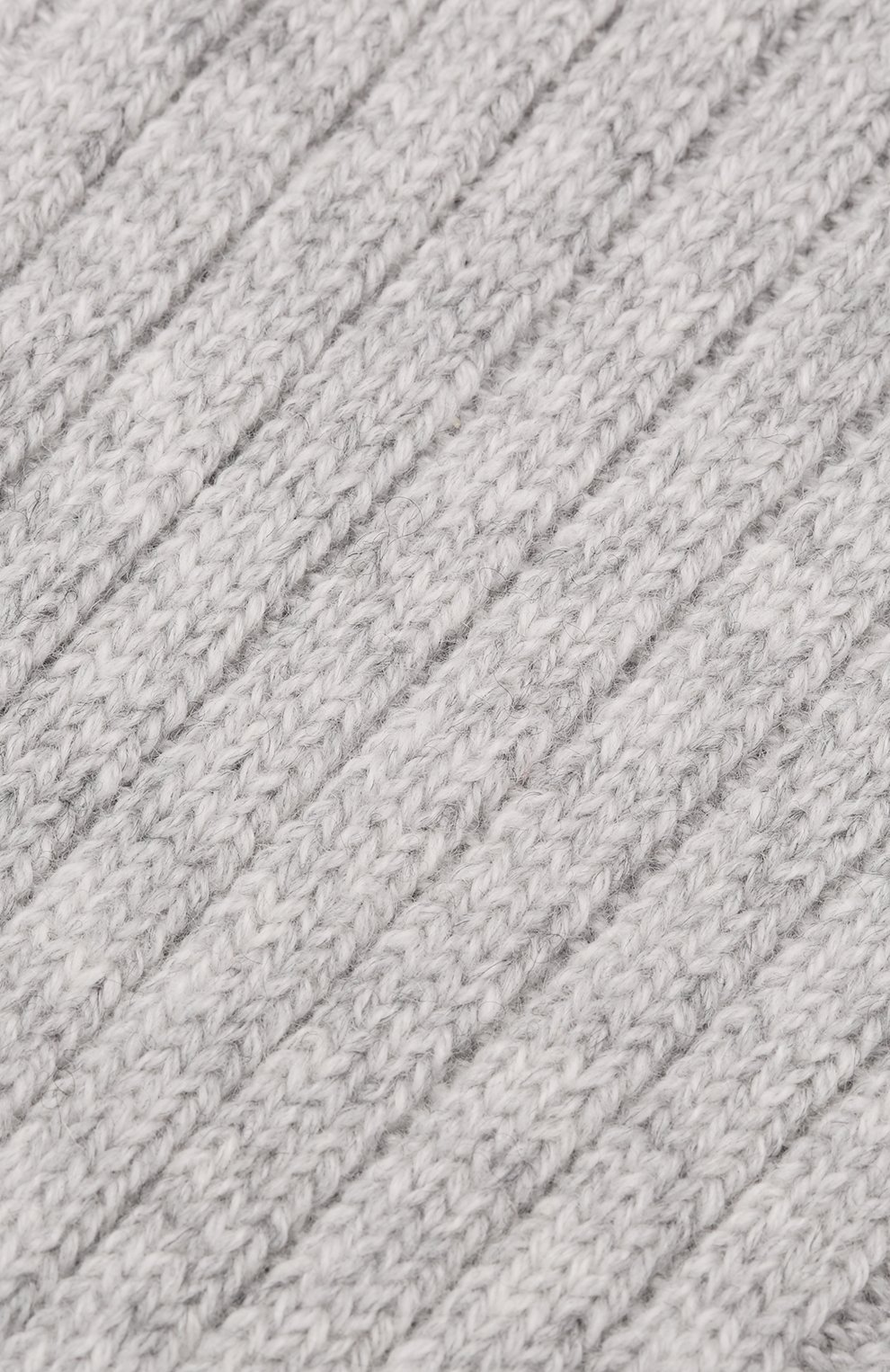 Мужские кашемировые носки BRUNELLO CUCINELLI светло-серого цвета, арт. MCS93811   Фото 2 (Материал внешний: Шерсть, Кашемир; Кросс-КТ: бельё)