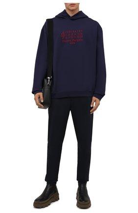 Мужские брюки из хлопка и шерсти STONE ISLAND темно-синего цвета, арт. 751530914 | Фото 2 (Материал внешний: Хлопок; Случай: Повседневный; Стили: Кэжуэл; Длина (брюки, джинсы): Стандартные)