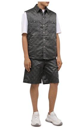 Мужские шорты GUCCI темно-серого цвета, арт. 654859/ZAEBN | Фото 2 (Материал внешний: Синтетический материал; Мужское Кросс-КТ: Шорты-одежда; Принт: С принтом; Стили: Спорт-шик; Длина Шорты М: Ниже колена)