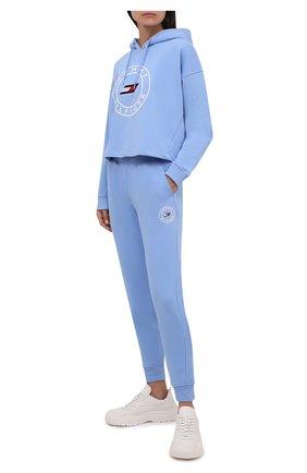 Женский хлопковое худи TOMMY HILFIGER голубого цвета, арт. S10S101031 | Фото 2 (Длина (для топов): Стандартные; Материал внешний: Хлопок; Рукава: Длинные; Стили: Спорт-шик; Женское Кросс-КТ: Худи-одежда, Худи-спорт)