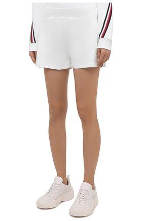 Женские шорты женские TOMMY HILFIGER белого цвета, арт. S10S101044   Фото 3 (Женское Кросс-КТ: Шорты-одежда; Длина Ж (юбки, платья, шорты): Мини; Материал внешний: Хлопок; Стили: Спорт-шик)