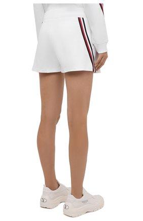 Женские шорты женские TOMMY HILFIGER белого цвета, арт. S10S101044   Фото 4 (Женское Кросс-КТ: Шорты-одежда; Длина Ж (юбки, платья, шорты): Мини; Материал внешний: Хлопок; Стили: Спорт-шик)