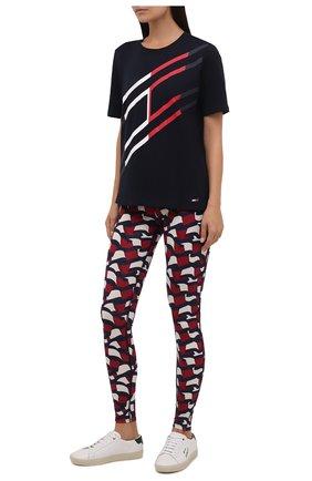 Женская хлопковая футболка TOMMY HILFIGER темно-синего цвета, арт. S10S101051 | Фото 2 (Материал внешний: Хлопок; Длина (для топов): Укороченные; Рукава: Короткие; Стили: Спорт-шик; Принт: С принтом; Женское Кросс-КТ: Футболка-одежда, Футболка-спорт)
