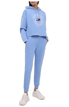 Женские хлопковые джоггеры TOMMY HILFIGER голубого цвета, арт. S10S101088 | Фото 2 (Длина (брюки, джинсы): Стандартные; Материал внешний: Хлопок; Стили: Спорт-шик; Женское Кросс-КТ: Джоггеры - брюки, Брюки-спорт; Силуэт Ж (брюки и джинсы): Джоггеры)