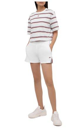 Женская хлопковая футболка TOMMY HILFIGER белого цвета, арт. S10S101158 | Фото 2 (Длина (для топов): Укороченные; Материал внешний: Хлопок; Рукава: Короткие; Стили: Спорт-шик; Принт: Полоска; Женское Кросс-КТ: Футболка-одежда, Футболка-спорт)