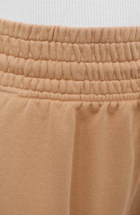 Женские хлопковые шорты AGOLDE бежевого цвета, арт. A9014B | Фото 5 (Длина Ж (юбки, платья, шорты): Мини; Кросс-КТ: Трикотаж; Материал внешний: Хлопок; Стили: Спорт-шик)
