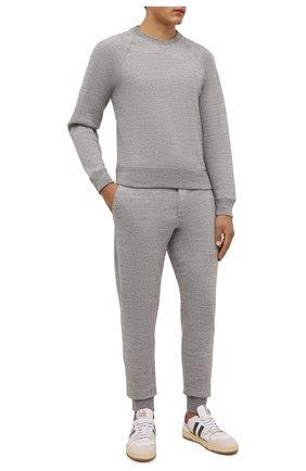 Мужские хлопковые джоггеры TOM FORD светло-серого цвета, арт. BY292/TFJ238 | Фото 2 (Длина (брюки, джинсы): Стандартные; Материал внешний: Хлопок; Силуэт М (брюки): Джоггеры; Мужское Кросс-КТ: Брюки-трикотаж; Стили: Спорт-шик; Кросс-КТ: Спорт)