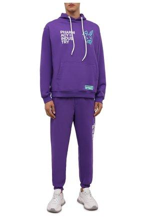 Мужской хлопковое худи PHARMACY INDUSTRY фиолетового цвета, арт. PHMSFC337   Фото 2 (Материал внешний: Хлопок; Рукава: Длинные; Длина (для топов): Стандартные; Мужское Кросс-КТ: Худи-одежда; Принт: С принтом; Стили: Спорт-шик)