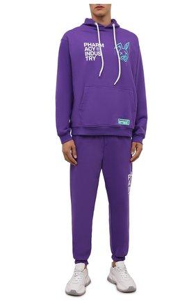 Мужские хлопковые джоггеры PHARMACY INDUSTRY фиолетового цвета, арт. PHMSP262   Фото 2 (Материал внешний: Хлопок; Силуэт М (брюки): Джоггеры; Кросс-КТ: Спорт; Мужское Кросс-КТ: Брюки-трикотаж; Стили: Спорт-шик; Длина (брюки, джинсы): Стандартные)