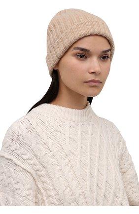 Женская кашемировая шапка ALLUDE светло-бежевого цвета, арт. 215/60630 | Фото 2 (Материал: Кашемир, Шерсть)