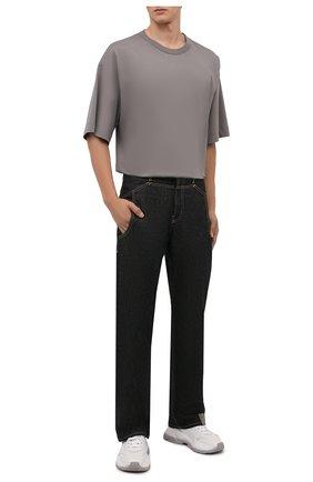 Мужская хлопковая футболка DRIES VAN NOTEN серого цвета, арт. 212-021165-3600   Фото 2 (Материал внешний: Хлопок; Длина (для топов): Удлиненные; Рукава: Короткие; Принт: Без принта; Стили: Кэжуэл)