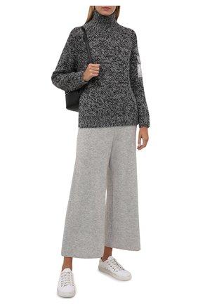 Женские брюки из шерсти и кашемира ALLUDE светло-серого цвета, арт. 215/17606 | Фото 2 (Материал внешний: Кашемир, Шерсть; Длина (брюки, джинсы): Укороченные; Стили: Кэжуэл; Кросс-КТ: Трикотаж; Женское Кросс-КТ: Брюки-одежда; Силуэт Ж (брюки и джинсы): Широкие)
