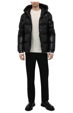 Мужской шерстяной свитер MONCLER кремвого цвета, арт. G2-091-9C000-08-M1211 | Фото 2 (Длина (для топов): Стандартные; Рукава: Длинные; Материал внешний: Шерсть; Принт: Без принта; Мужское Кросс-КТ: Свитер-одежда; Стили: Кэжуэл)