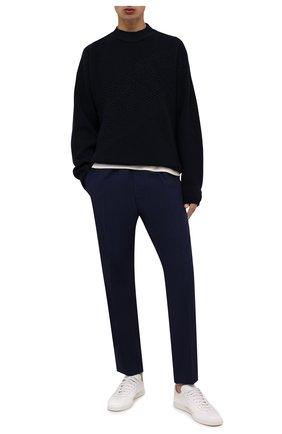 Мужской шерстяной свитер VERSACE темно-синего цвета, арт. 1002167/1A01655 | Фото 2 (Длина (для топов): Стандартные; Рукава: Длинные; Материал внешний: Шерсть; Принт: Без принта; Мужское Кросс-КТ: Свитер-одежда; Стили: Кэжуэл)