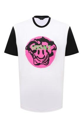 Мужская хлопковая футболка VERSACE белого цвета, арт. 1002464/1A01797   Фото 1 (Материал внешний: Хлопок; Принт: С принтом; Длина (для топов): Стандартные; Рукава: Короткие; Стили: Гранж)