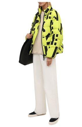 Женский пуховик KENZO зеленого цвета, арт. FB620U087570   Фото 2 (Материал подклада: Синтетический материал; Рукава: Длинные; Материал внешний: Синтетический материал; Материал утеплителя: Пух и перо; Длина (верхняя одежда): Короткие; Стили: Спорт-шик; Кросс-КТ: Пуховик)