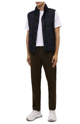 Мужской пуховый жилет STONE ISLAND темно-синего цвета, арт. 7515G0123 | Фото 2 (Материал подклада: Синтетический материал; Материал внешний: Синтетический материал; Материал утеплителя: Пух и перо; Кросс-КТ: Куртка, Пуховик; Стили: Кэжуэл; Длина (верхняя одежда): Короткие)