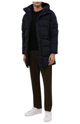 Мужская пуховик C.P. COMPANY темно-синего цвета, арт. 11CM0W250A-005864G | Фото 2 (Материал утеплителя: Пух и перо; Материал подклада: Синтетический материал; Материал внешний: Синтетический материал; Рукава: Длинные; Длина (верхняя одежда): До середины бедра; Кросс-КТ: Куртка; Мужское Кросс-КТ: пуховик-короткий; Стили: Кэжуэл)