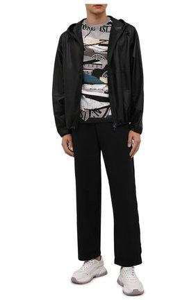 Мужские брюки STONE ISLAND черного цвета, арт. 751930204 | Фото 2 (Длина (брюки, джинсы): Стандартные; Материал внешний: Синтетический материал; Случай: Повседневный; Стили: Кэжуэл)