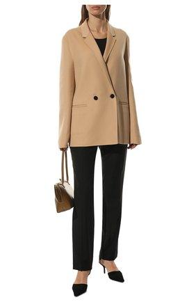 Женское кашемировое пальто JIL SANDER бежевого цвета, арт. JSCT150385-WT100903 | Фото 2 (Материал внешний: Кашемир, Шерсть; Длина (верхняя одежда): До середины бедра; Материал подклада: Вискоза; Рукава: Длинные; Стили: Кэжуэл; 1-2-бортные: Двубортные)
